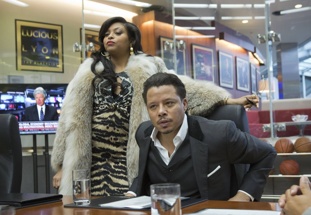 Der Machtkampf kann beginnen: Cookie (Taraji P. Henson, l.), frisch aus dem Knast, will ihrem Ex-Mann Lucious (Terrence Howard, r.) seine Plattenfir... - Bildquelle: 2015 Fox and its related entities.  All rights reserved.