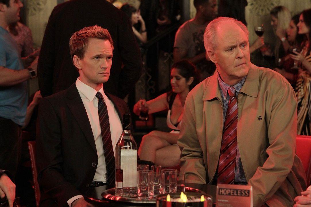 Möchten sich näherkommen: Barney (Neil Patrick Harris, l.) und sein Vater Jerry (John Lithgow, r.) ... - Bildquelle: 20th Century Fox International Television