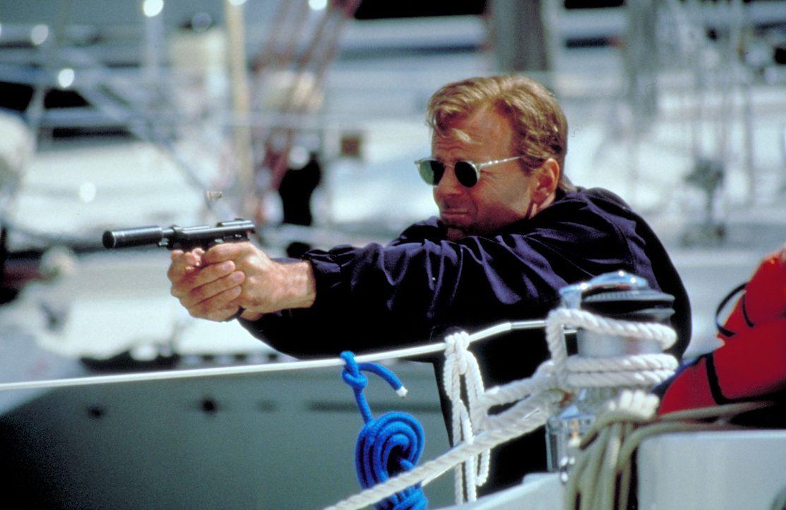 Das FBI und der Geheimdienst sind dank des IRA-Scharfschützen Declan dem geheimnisvollen Schakal (Bruce Willis) auf der Spur, doch noch ist der wan...