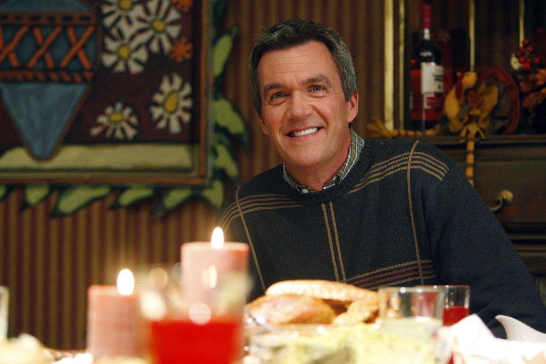 Er versäumt es, seinen Vater zum Thanksgiving-Essen einzuladen und löst somit eine kleine Katastrophe aus: Mike (Neil Flynn) ... - Bildquelle: Warner Brothers