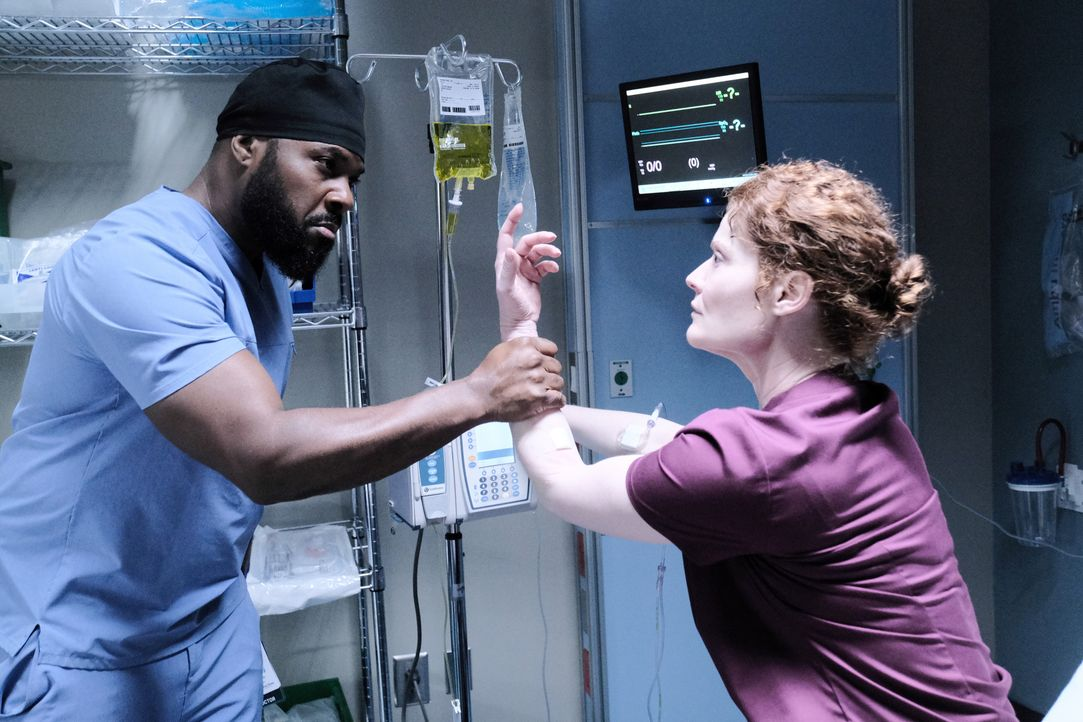Dr. AJ Austin (Malcolm-Jamal Warner, l.); Dr. Judith Brown (Rebecca Wisocky, r.) - Bildquelle: Guy D'Alema 2019-2020 Twentieth Century Fox Film Corporation.  All rights reserved. / Guy D'Alema