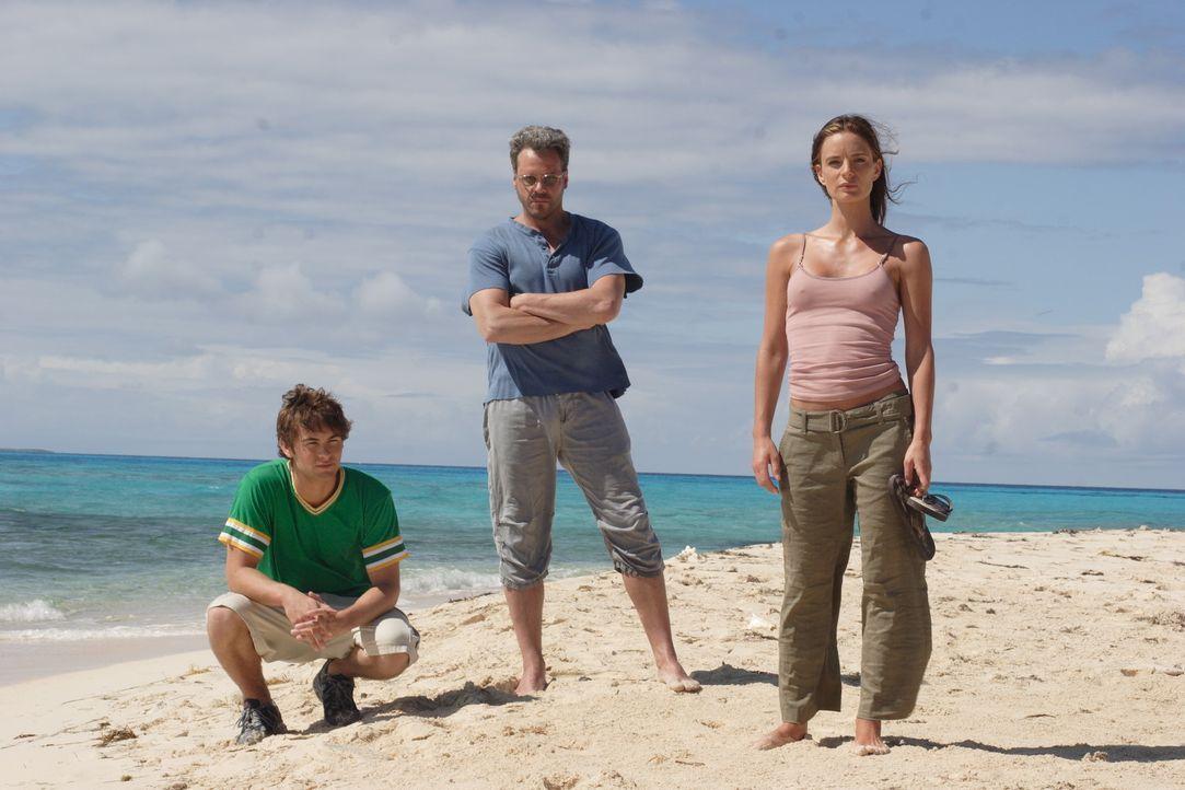 Erst nach 14 Jahren wird Kristen (Gabrielle Anwar, r.) klar, dass ihr Ex-Mann Quinn (Craig Sheffer, M.) sie und Mark (Chace Crawford, l.) auf das In... - Bildquelle: Christopher Filmcapital