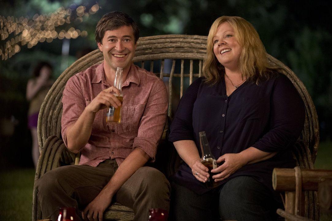 Betrogen von ihrem Ehemann, hat Tammy (Melissa McCarthy, r.) die Schnauze von Männern eigentlich gestrichen voll. Doch Bobby (Mark Duplass, l.) sche... - Bildquelle: Warner Bros. Television