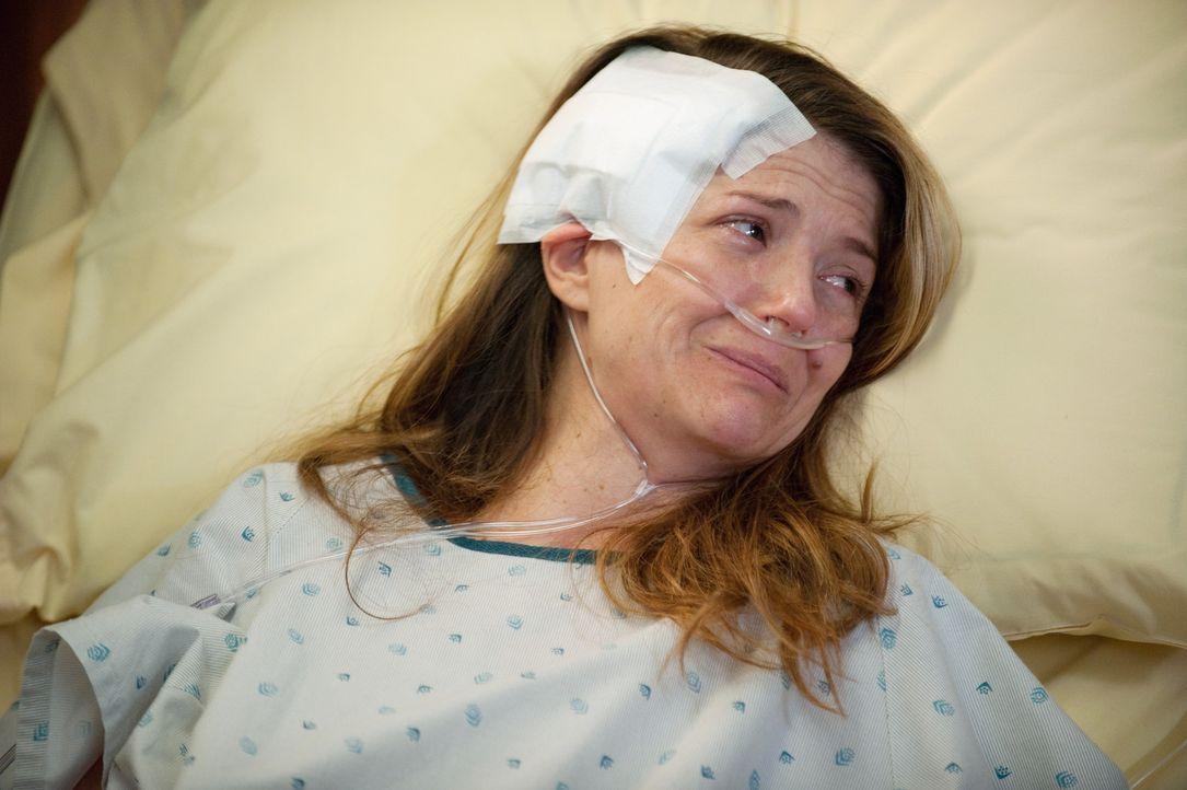Während der zusammengeschlagene Scott von Pete behandelt wird, geht es Erica (A.J. Langer) sehr schlecht, denn sie hat Metastasen und Amelia gibt i... - Bildquelle: ABC Studios