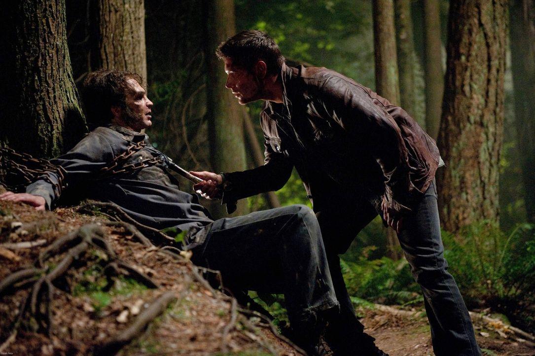 Selbst als alles verloren scheint, gibt Dean (Jensen Ackles, r.) die Hoffnung nicht auf, Castiel im Fegefeuer zu finden, und versucht, bei allen Mon... - Bildquelle: Warner Bros. Television