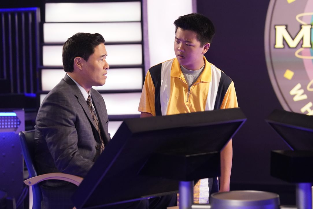 Louis Huang (Randall Park, l.); Eddie Huang (Hudson Yang, r.) - Bildquelle: Mitch Haaseth 2019-2020 American Broadcasting Companies.  All rights reserved. / Mitch Haaseth