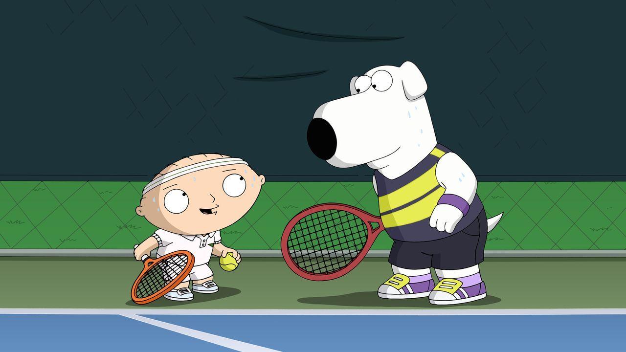 Stewie (l.) besucht einen Tennisclub und lädt Brain (r.) dazu ein, sein Tennispartner zu werden. Doch kann das gutgehen? - Bildquelle: 2015-2016 Fox and its related entities. All rights reserved.