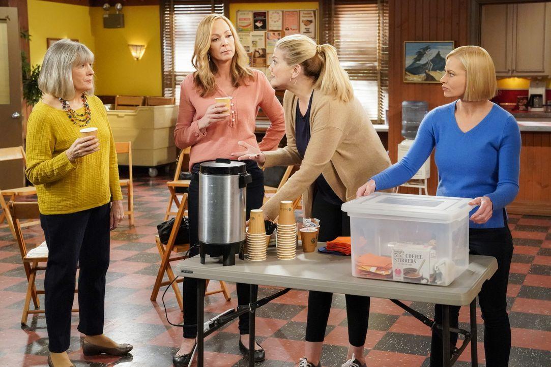 (v.l.n.r.) Marjorie (Mimi Kennedy); Bonnie (Allison Janney); Tammy (Kristen Johnston); Jill (Jaime Pressly) - Bildquelle: Warner Bros. Entertainment, Inc.