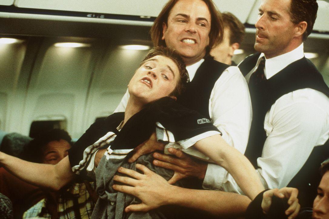 Weil ihn seine Vorahnung, dass das Flugzeug, mit dem er und seine Freunde verreisen wollen, abstürzen wird, immer stärker beherrscht, warnt Alex Bro... - Bildquelle: New Line Cinema