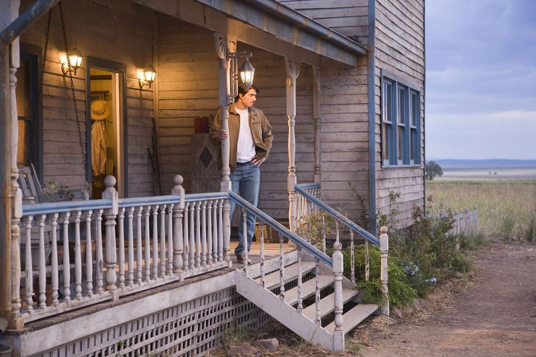 Superman schwelgt in Erinnerungen: Da beschließt seine Tante, die Farm zu verkaufen, auf der Clark (Brandon Routh) groß geworden ist ... - Bildquelle: Warner Brothers International Television Distribution Inc.