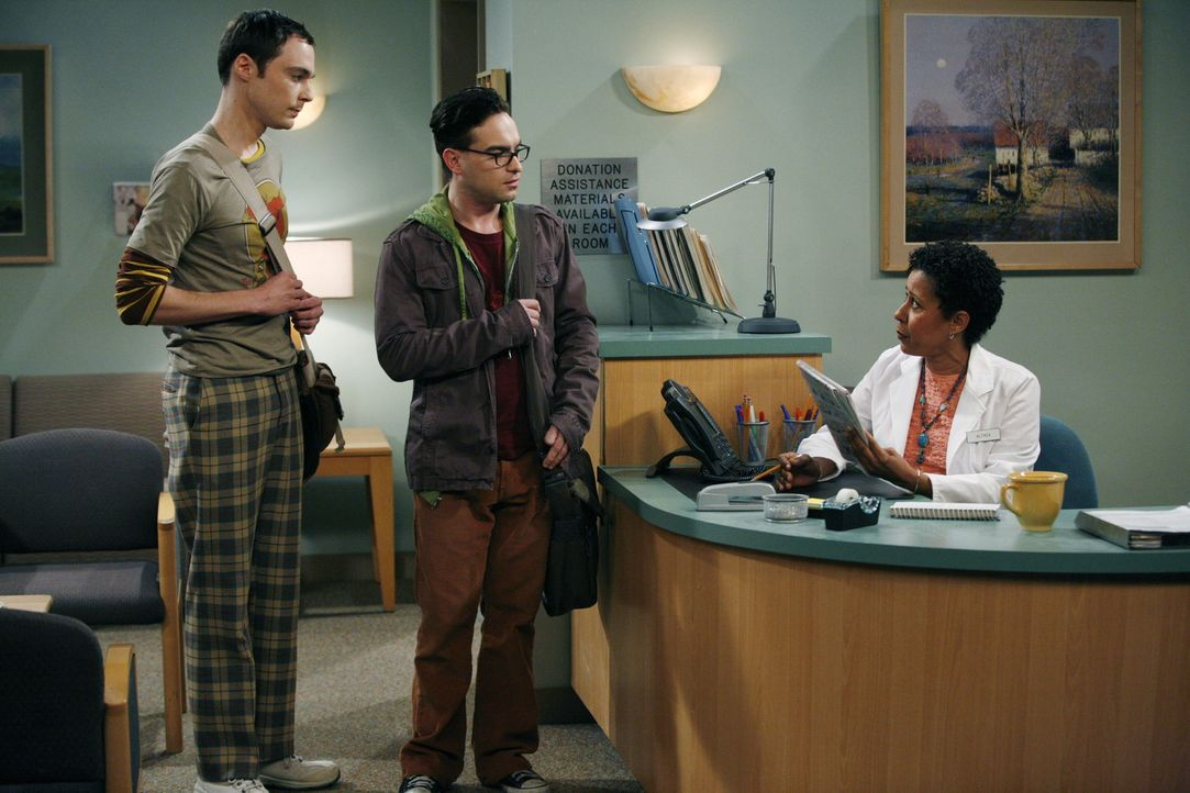 Das Leben von Leonard (Johnny Galecki, M.) und Sheldon (Jim Parsons, l.) ändert sich schlagartig, als plötzlich die attraktive Penny auftaucht ... - Bildquelle: Warner Bros. Television