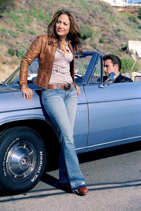 Als Unterstützung bekommt Gigli (Ben Affleck, r.) die toughe Gangsterbraut Ricki (Jennifer Lopez, l.) an seine Seite, die dafür sorgen soll, dass... - Bildquelle: 2004 Sony Pictures Television International. All Rights Reserved.