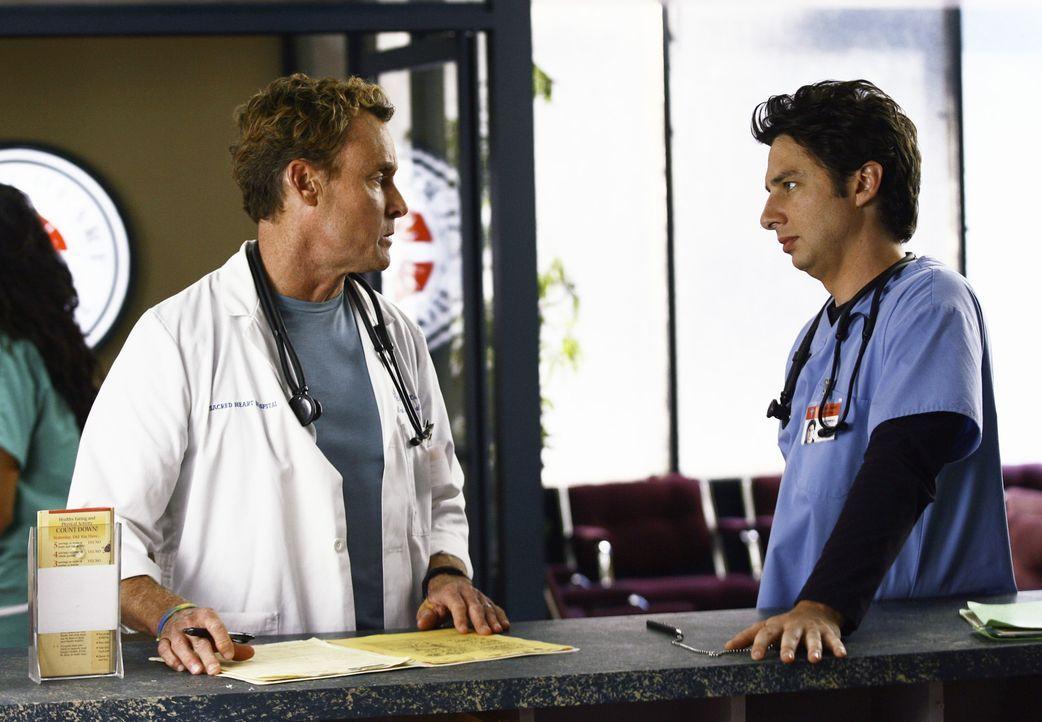 Während Dr. Cox (John C. McGinley, l.) noch immer nicht weiß, was sein Patienten hat, ist J.D. (Zach Braff, r.) mit seiner Beziehung beschäftigt,... - Bildquelle: Touchstone Television