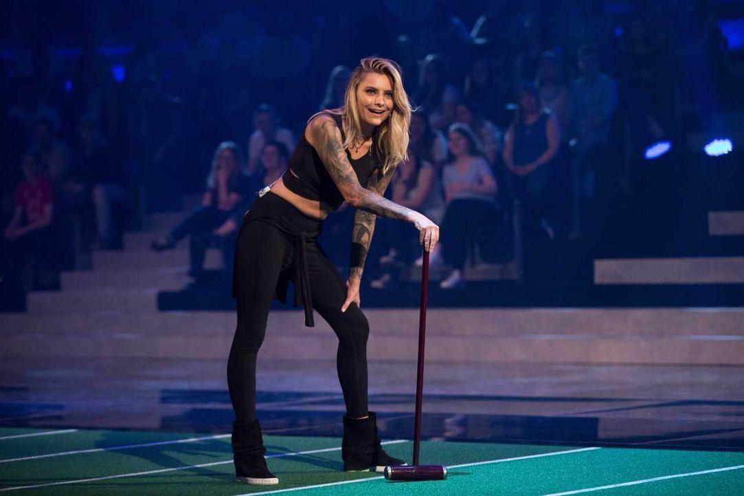 Sophia Tomalla beim Croquet - Bildquelle: ProSieben/Jens Hartmann