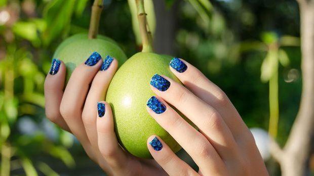 Glitzer ist in! Cuticle Nails und die Variationen – wir zeigen euch die schön...