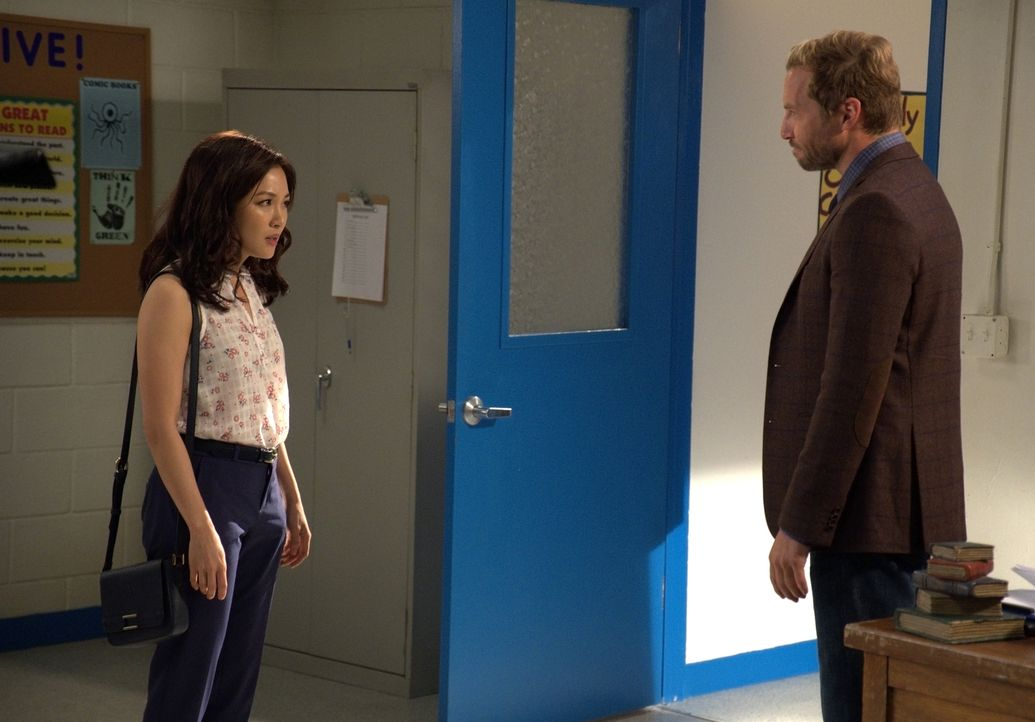 Jessica Huang (Constance Wu, l.); Mr. Grant (Ryan Hansen, r.) - Bildquelle: 2018-2019 American Broadcasting Companies.  All rights reserved.