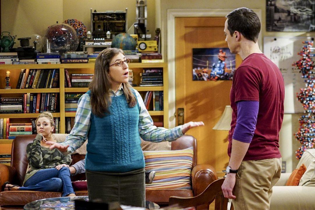 """Sheldon (Jim Parsons, r.) und Amy (Mayim Bialik, l.) stoßen an die Grenzen ihres 5-wöchigen Zusammenleben-Experiments. Geht jetzt ihre """"Beziehung"""" i... - Bildquelle: 2016 Warner Brothers"""