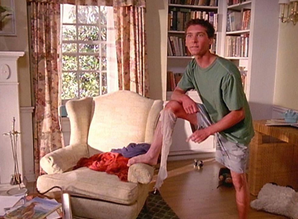 Nach dem Reese (Justin Berfield) an der Sonne geschlafen und sich verbrannt hat, versucht er nun, seine Haut in einem Stück abzuschälen ... - Bildquelle: TM &  2005 - 2006 Twentieth Century Fox Film Corporation and Regency Entertainment (USA), Inc.