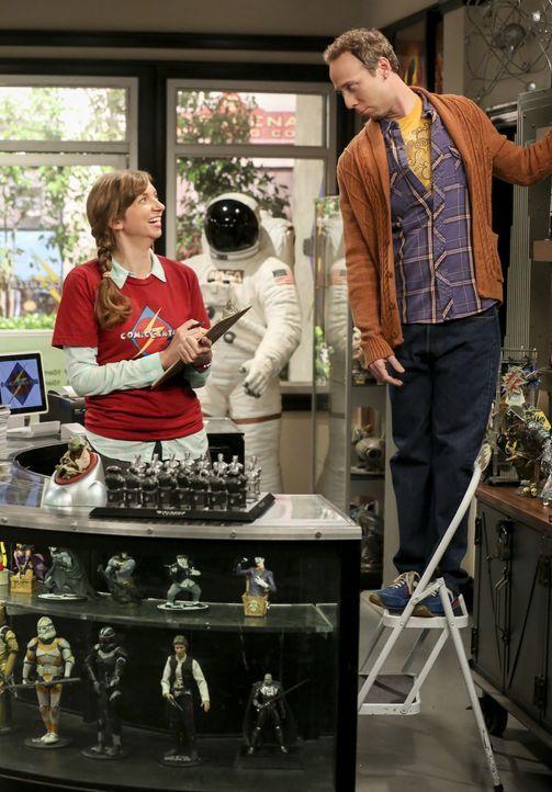 Denise (Lauren Lapkus, l.); Stuart (Kevin Sussman, r.) - Bildquelle: Warner Bros. Television