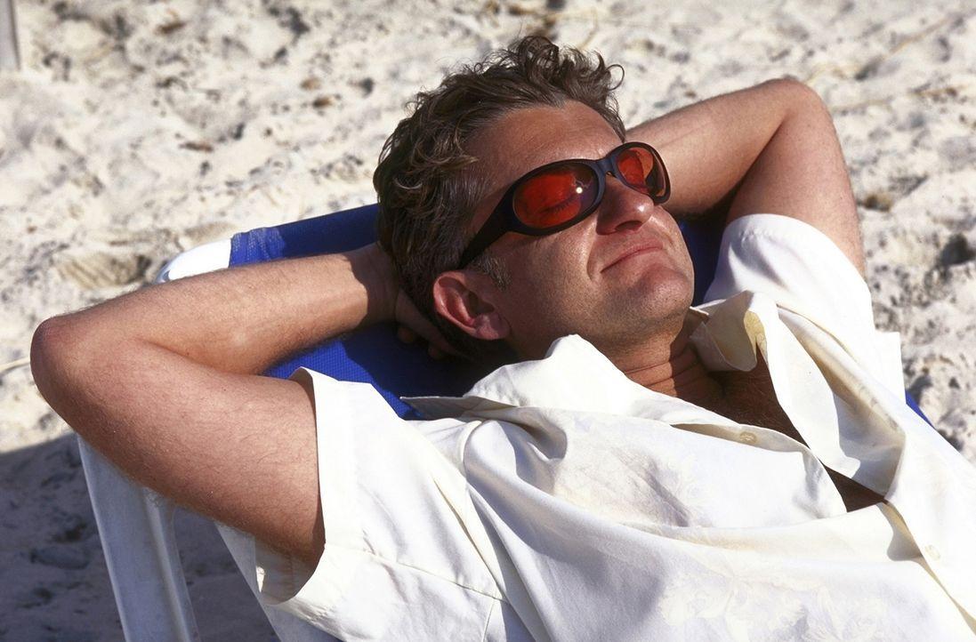 Auf Fleischbeschau: David (Dominic Raacke) auf Mallorca ... - Bildquelle: ProSieben