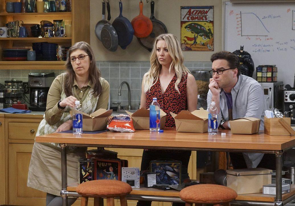 Können sie Sheldon zur Vernunft bringen? Amy (Mayim Bialik, l.), Penny (Kaley Cuoco, M.) und Leonard (Johnny Galecki, r.) ... - Bildquelle: 2016 Warner Brothers
