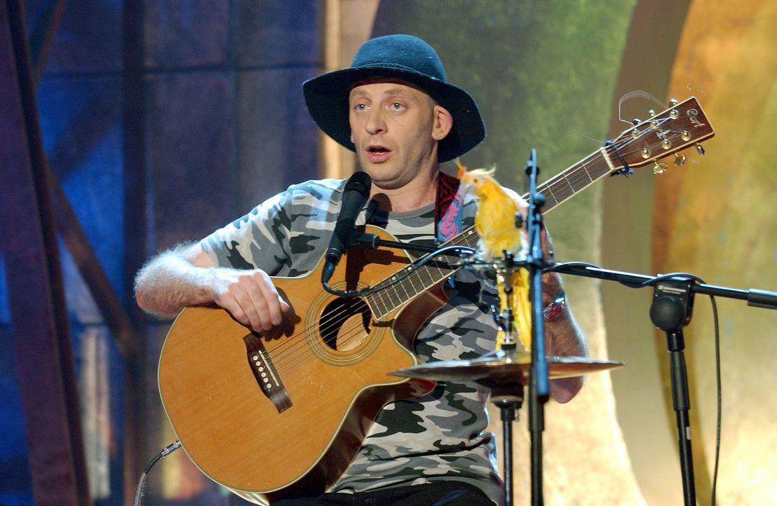 Alf Poier bringt mit seinen musikalischen Einlagen das Publikum zum Lachen. - Bildquelle: ProSieben/Schumann