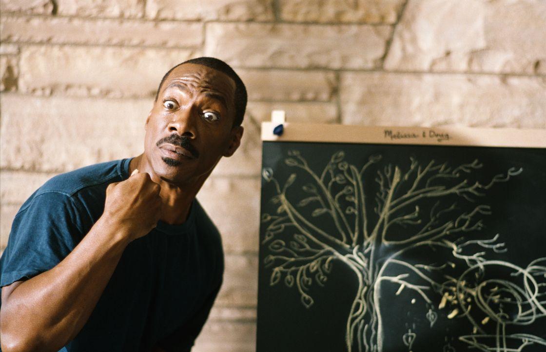 Literaturagent Jack McCall (Eddie Murphy) ist eine wahre Quasselstrippe, doch plötzlich steht in seinem Garten ein Baum, der für jedes Wort ein Blat... - Bildquelle: (2012) DW Studios L.L.C. All rights reserved.