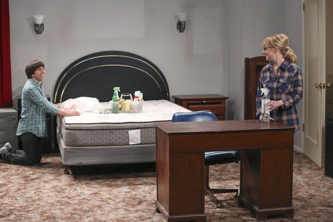 Als Howard (Simon Helberg, l.) und Bernadette (Melissa Rauch, r.) daran arbeiten, das Haus von Howards Mutter zu renovieren, überrascht Stuart sie m... - Bildquelle: 2015 Warner Brothers