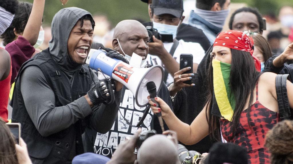 Auch zahlreiche Berühmtheiten wie John Boyega (Star Wars) schlossen sich den Protesten an. - Bildquelle: picture alliance / Photoshot