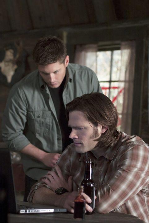 Auf der Suche nach einem Vampir begeben sich Sam (Jared Padalecki, r.) und Dean (Jensen Ackles, l.) in Lebensgefahr. Gedachte Freunde werden zu Fein... - Bildquelle: Warner Bros. Television