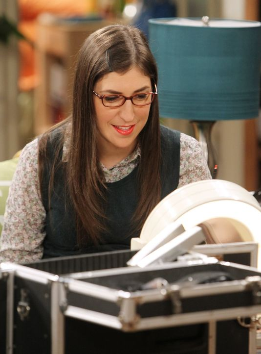 Fühlt sich von Sheldons neuer und hübschen Assistentin bedroht: Amy (Mayim Bialik) ... - Bildquelle: Warner Bros. Television