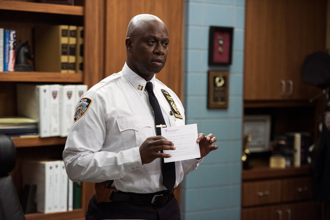 Captain Ray Holt (Andre Braugher) - Bildquelle: Eddy Chen 2014 UNIVERSAL TELEVISION LLC. All rights reserved / Eddy Chen