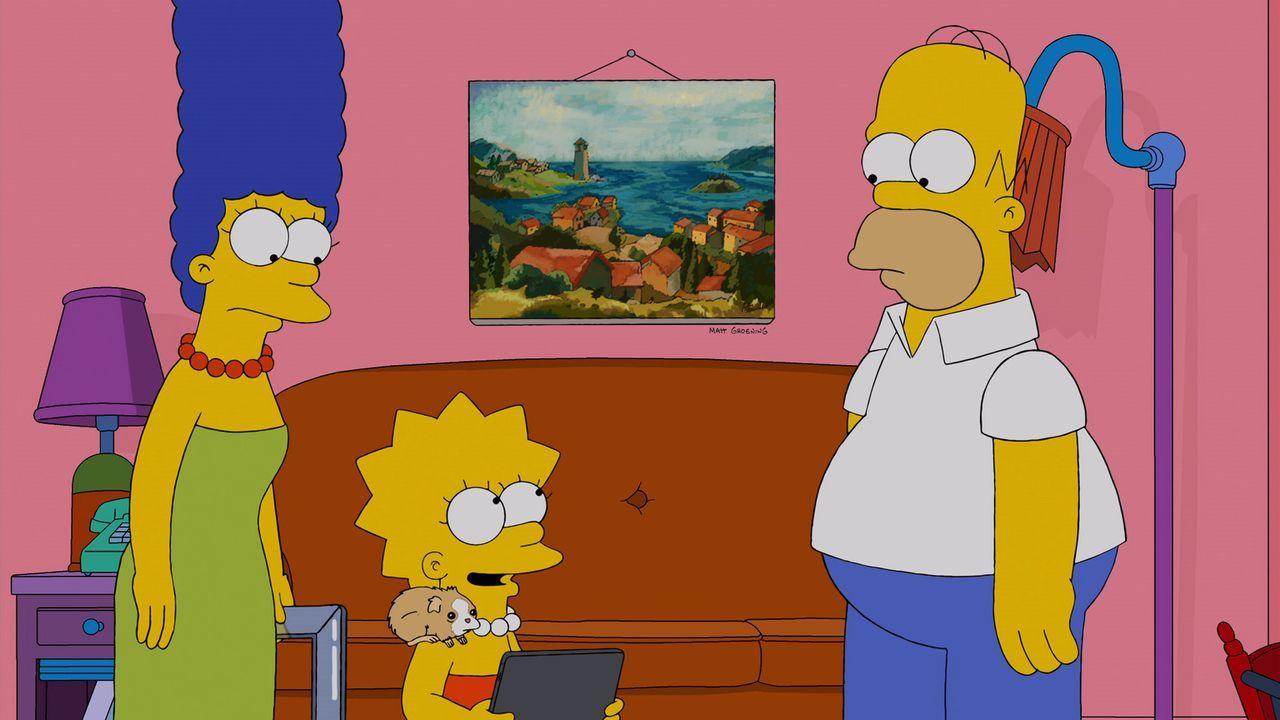 Lisa (M.) hat endlich ein Meerschweinchen bekommen. Das Tier weicht nicht mehr von ihrer Seite. Marge (l.) und Homer (r.) haben eigentlich nichts da... - Bildquelle: 2013 Twentieth Century Fox Film Corporation. All rights reserved.