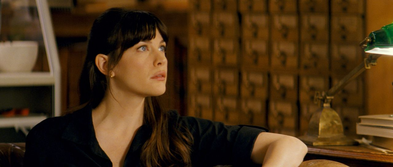 Noch kann Betty (Liv Tyler) nicht glauben, dass sich ihre große Liebe, Bruce Banner, in Wutausbrüchen in ein grünes, großes Monster verwandelt ... - Bildquelle: 2008 Marvel Entertainment, Inc. And ist subsidiaries. All Rights Reserved.