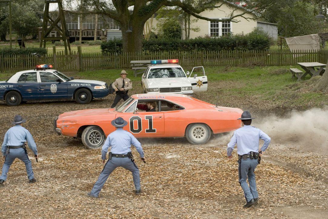 Mit dem Gesetz nehmen es die Dukes nicht so genau, deshalb müssen sie bei ihren Lieferungen immer etwas schneller sein als die Polizei, mit der sie... - Bildquelle: Warner Brothers International