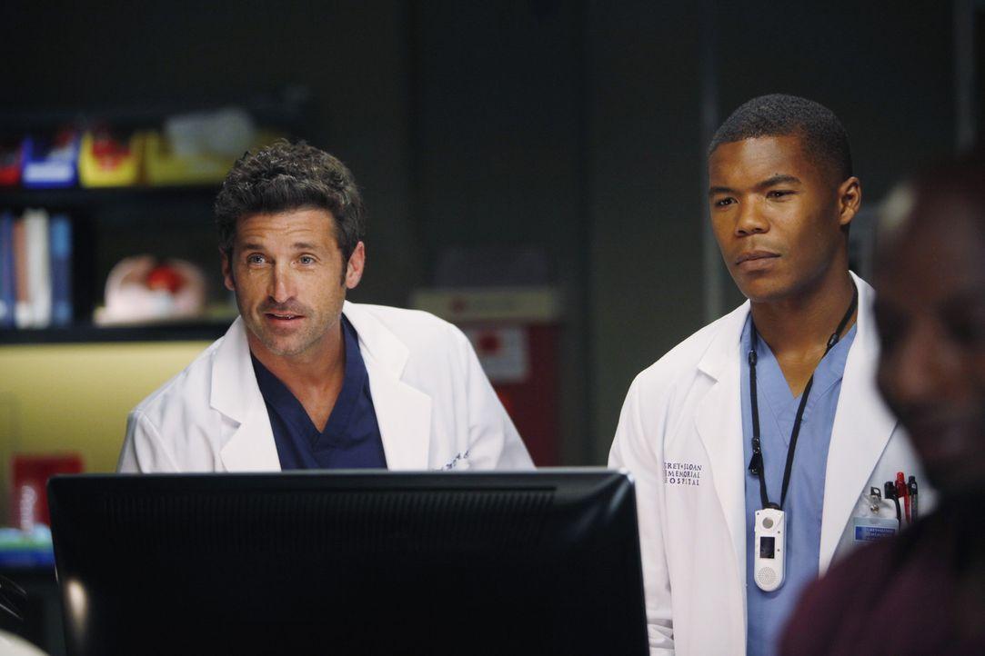 Die Ärzte Shane (Gaius Charles, r.) und Derek (Patrick Dempsey, l.) kämpfen mit einem schwierigen Hirntumor eines Patienten. Dieser weigert sich,... - Bildquelle: ABC Studios