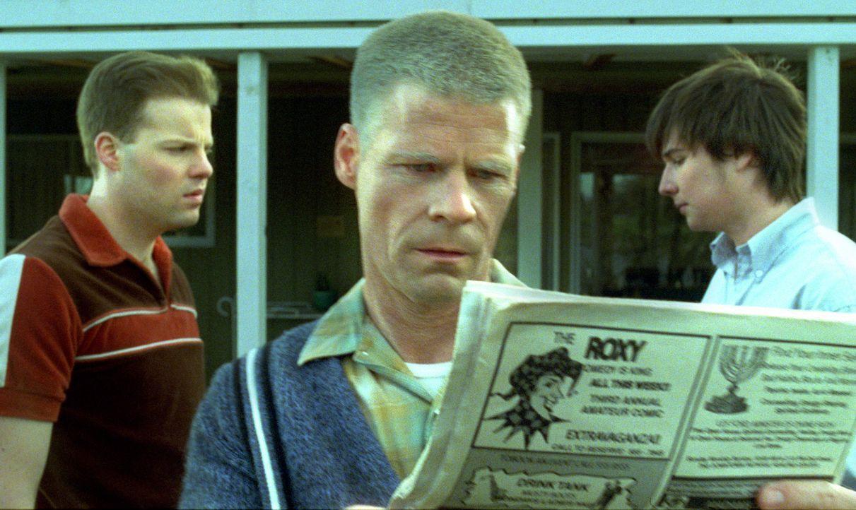 Besteht diese Familie nur aus eiskalten, skrupellosen Mitgliedern?: Captain Owen Crawford (Joel Gretsch, M.) und seine Söhne Eric (Andy Powers, l.)... - Bildquelle: TM &   DREAMWORKS LLC.All Rights Reserved