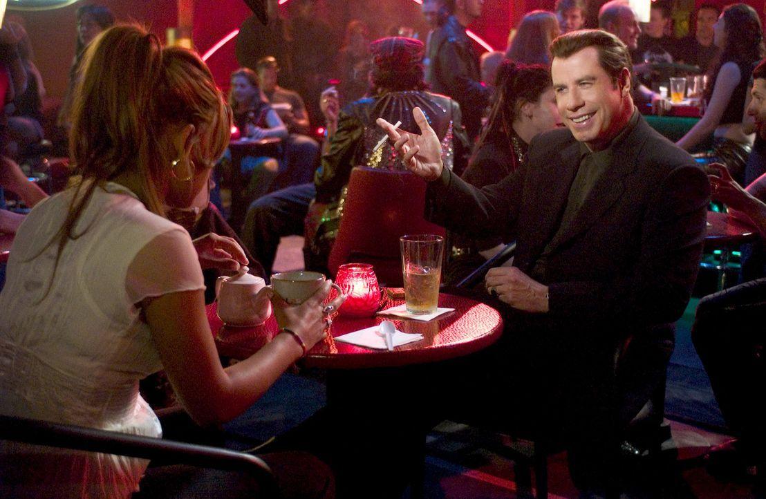 Chili Palmer (John Travolta, r.) kehrt nach seinem Flop im Filmgeschäft zu dem zurück, was er am besten kann: Geldeintreiben! Doch dann begegnet e... - Bildquelle: Metro-Goldwyn-Mayer Studios Inc. All Rights Reserved.