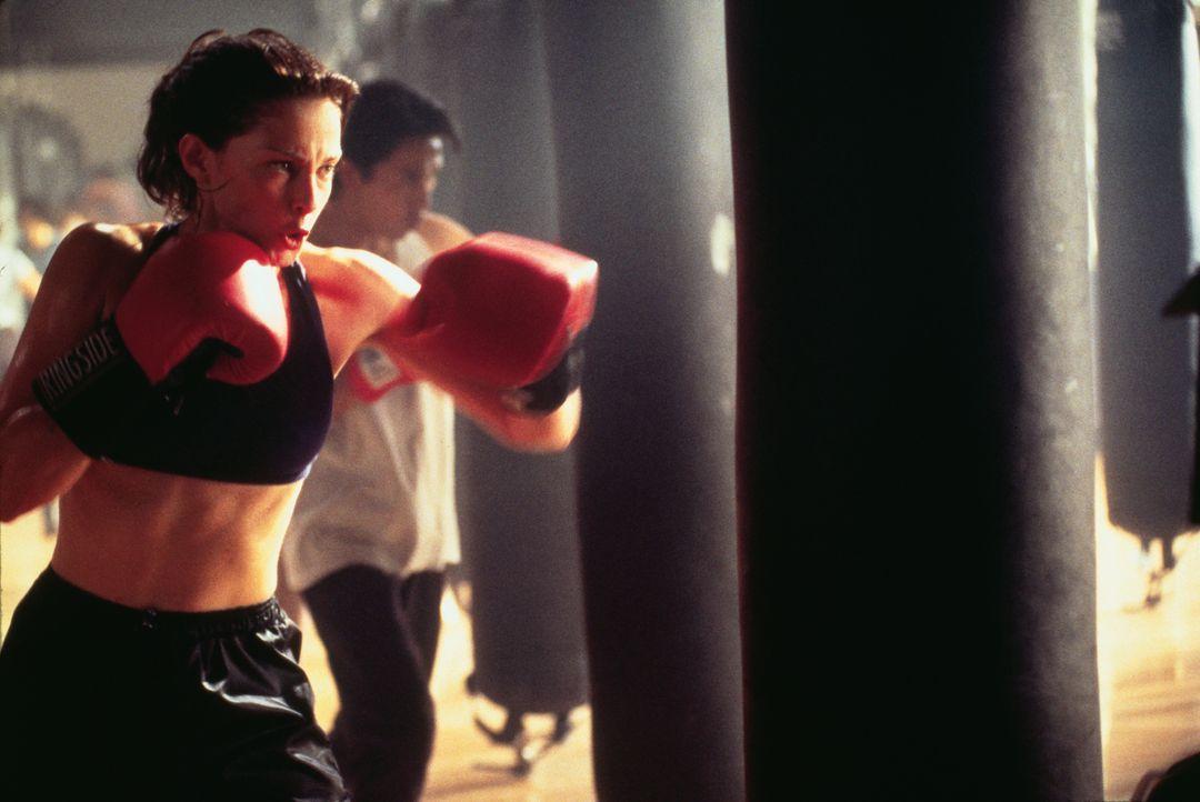 Die Ärztin Kate McTiernan (Ashley Judd) kann mit viel Glück dem unbekannten Mörder entkommen ... - Bildquelle: 2012 by Paramount Pictures. All rights reserved.