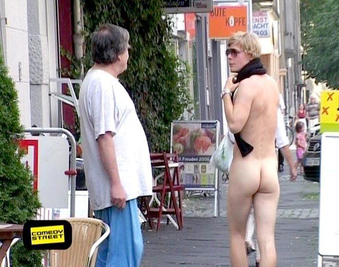 comedystreet-st-04-epi-04-grab-simon-gosejohann-02-prosiebenjpg 700 x 550 - Bildquelle: Guido Ohlenbostel ProSieben