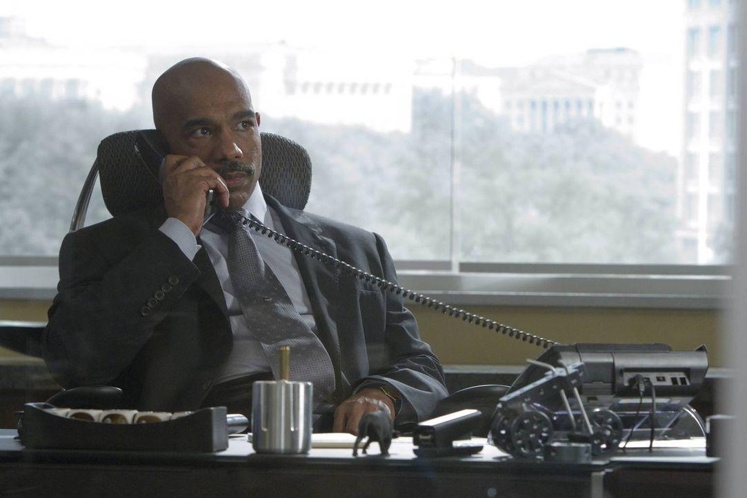 Noch steht FBI Director Olsen (Michael Beach) vor einem Rätsel, wer hinter der Entführung steckt ... - Bildquelle: 2013-2014 NBC Universal Media, LLC. All rights reserved.