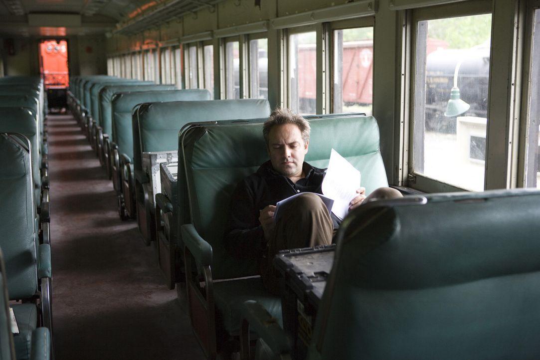 Regisseur Sam Mendes beim Lesen des Drehbuches ... - Bildquelle: 2007 Dreamworks,  LLC.