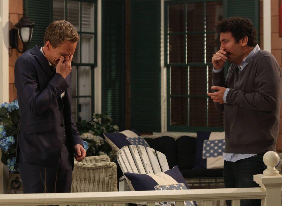 Während Barney (Neil Patrick Harris, l.) glaubt, dass Ted (Josh Radnor, r.), den Bro-Code gebrochen hat, erkennt Lily, dass sie die einzige weiblich... - Bildquelle: 2013 Twentieth Century Fox Film Corporation. All rights reserved.