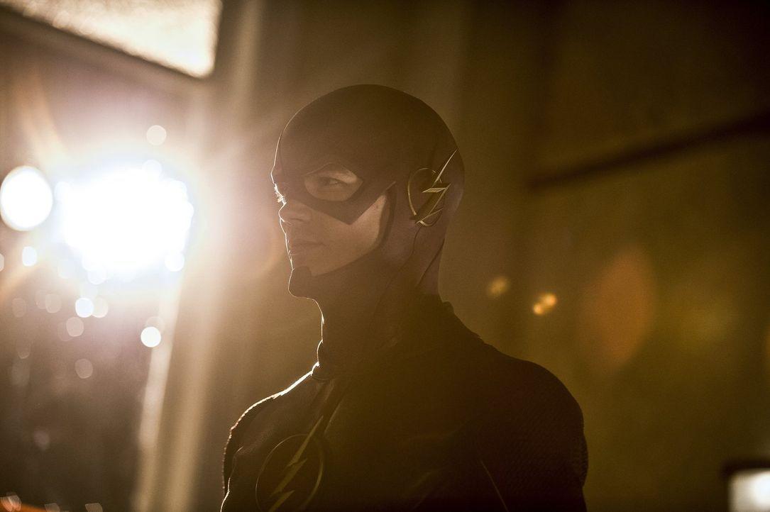 Versucht, als The Flash einen neuen Fall zu lösen: Barry (Grant Gustin) ... - Bildquelle: Warner Brothers.