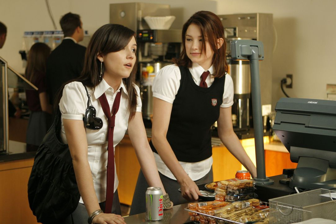 Ahnen nicht, dass ein Schatten auf ihnen liegt: Molly (Haley Bennett, r.) und Leah (Shannon Woodward, l.) ...