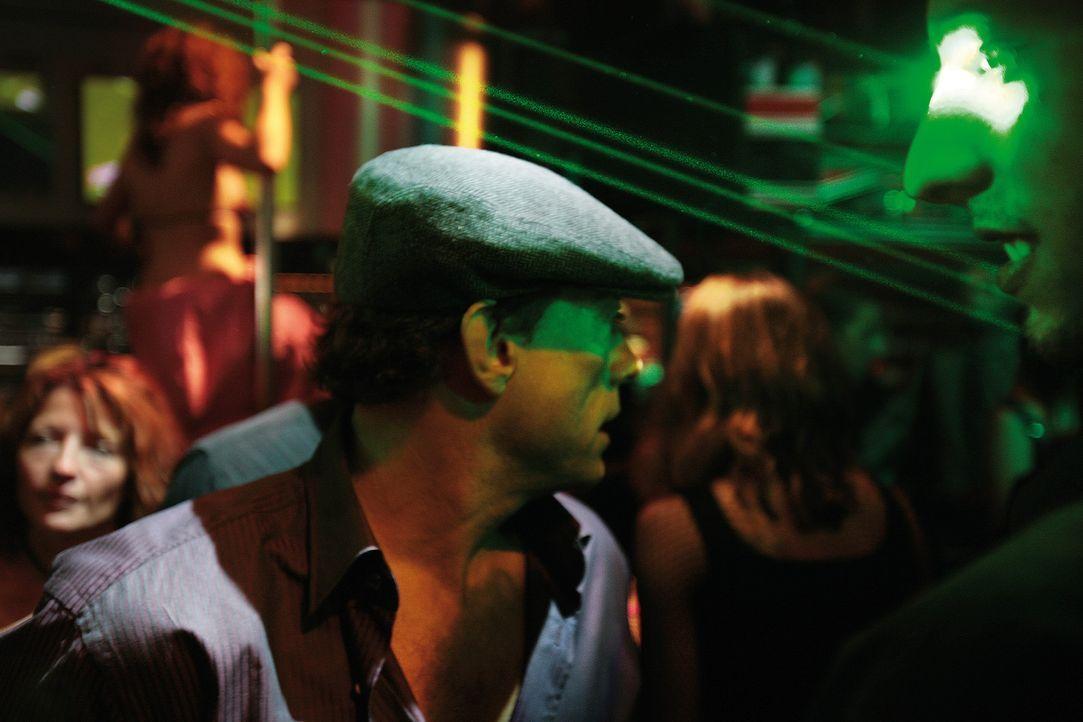 Als der momentan erfolglose und in Geldnöten steckende Actionheld J.C.V.D. (Jean-Claude Van Damme) in einen Banküberfall mit Geiselnahme gerät, v... - Bildquelle: 2008 Samsa Film & Gaumont. All Rights Reserved.