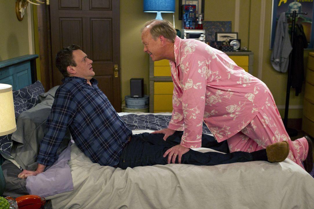 Marshall (Jason Segel, l.) stellt schockiert fest, dass Lily ihn an seinen Vater (Bill Fagerbakke, r.) erinnert ... - Bildquelle: 20th Century Fox International Television
