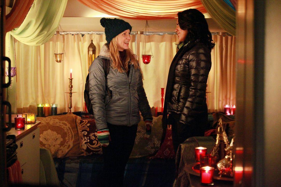 Während Lexie klar wird, dass sie Mark ihre wahren Gefühle gestehen muss, verbringen Callie (Sara Ramirez, r.) und (Jessica Capshaw, l.) einen rom... - Bildquelle: ABC Studios