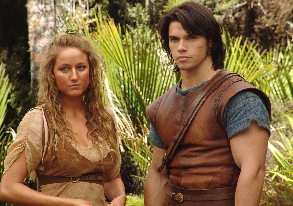 Weder Deianeira (Leelee Sobieski, l.) noch Hercules (Paul Telfer, r.) ahnen, dass sie dem Centaur Nessus niemals trauen dürfen ... - Bildquelle: Ken George Hallmark Entertainment
