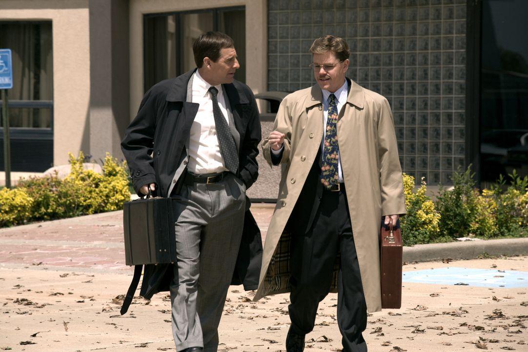 Muss erleben, dass sein Hauptbelastungszeuge und Informant Mark Whitacre (Matt Damon, r.) andauernd seine Aussagen ändert: der frustrierte FBI Spec... - Bildquelle: Warner Bros. Pictures